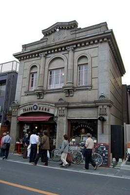 明治時代の銀行がコーヒー店に